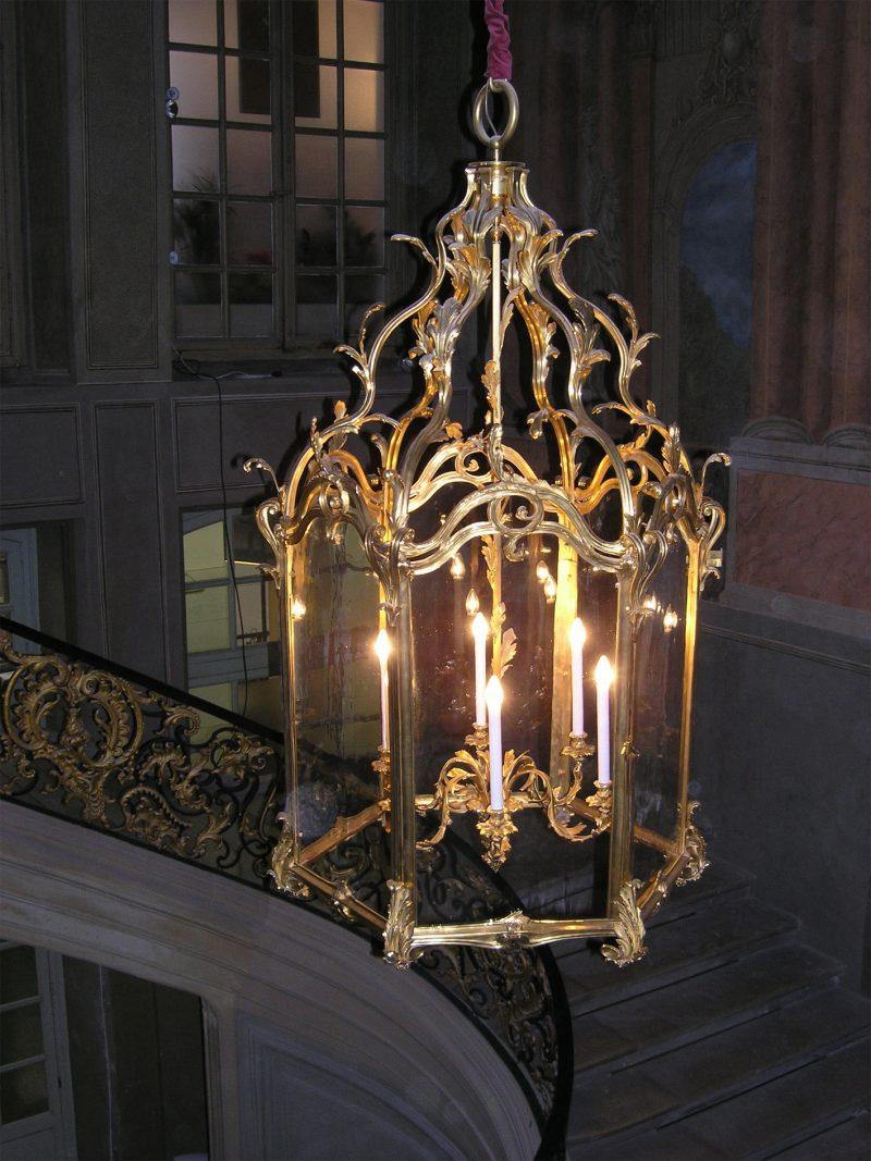 Agence Caillault ACMH – Hôtel de Ville – Nancy –  Lustre installé dans l'escalier d'Honneur