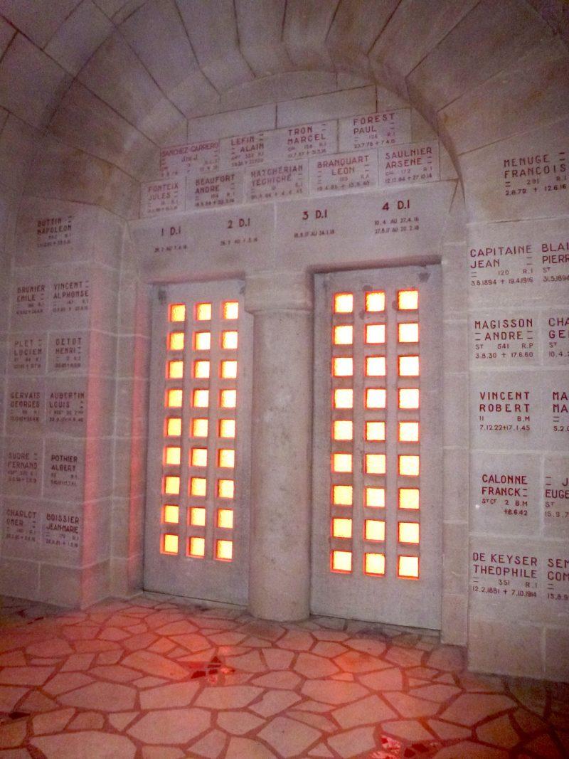 Agence Caillault ACMH – Ossuaire de Douaumont – Porte coulissante en pierre