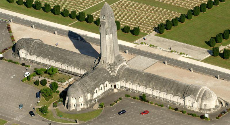 Agence Caillault ACMH – Ossuaire de Douaumont – Vue aérienne avant restauration