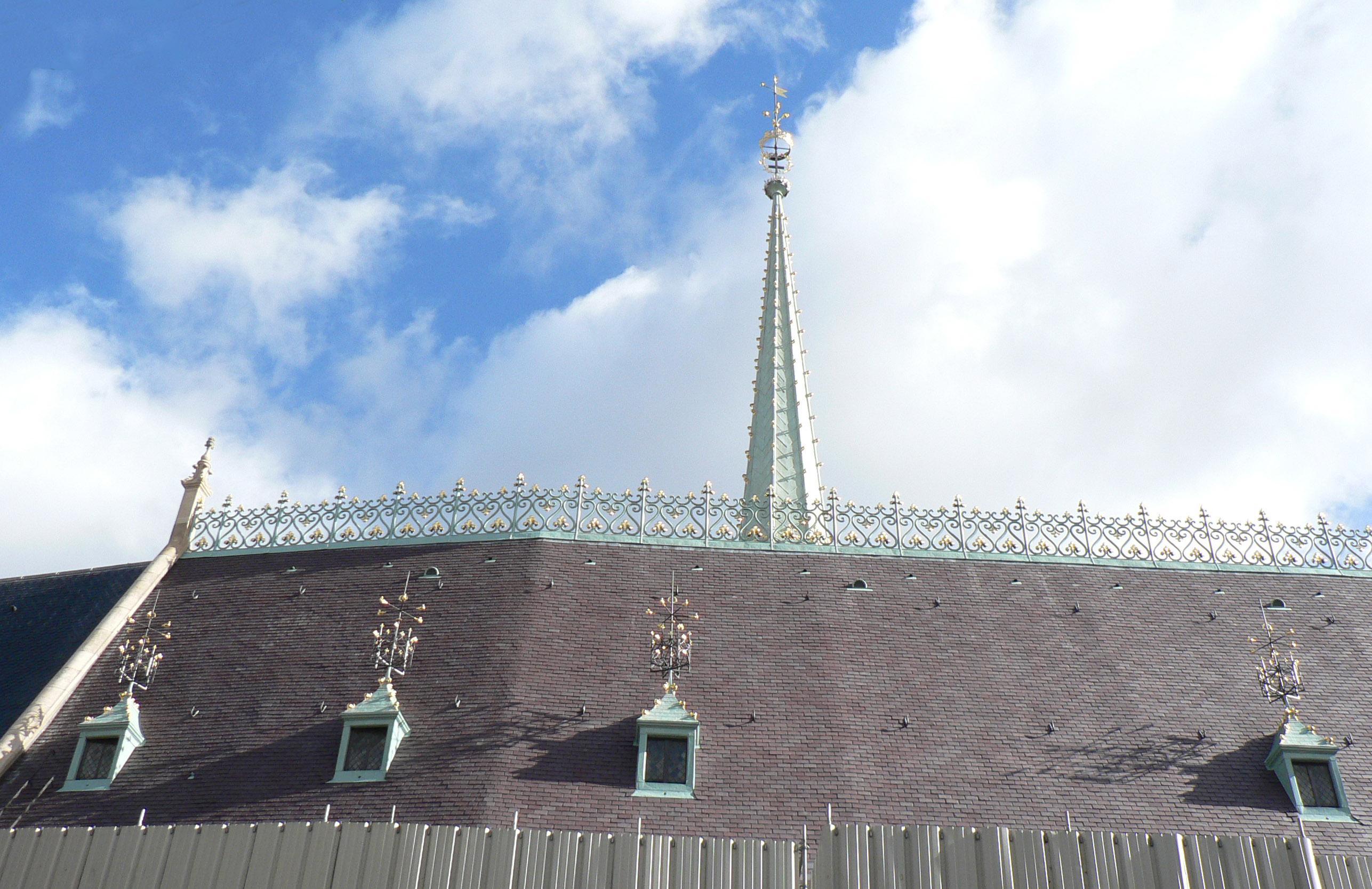 Agence Caillault ACMH -Palais ducal – Nancy – Vue de la toiture restaurée depuis la Grande rue