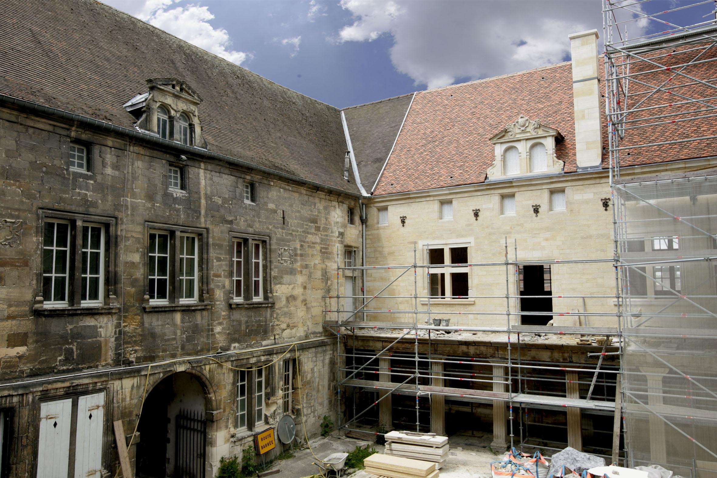 Agence Caillault ACMH – Collège Gilles de Trêves – Bar-le-Duc – Aile intérieure ouest avant restauration et aile intérieure nord en cours de restauration