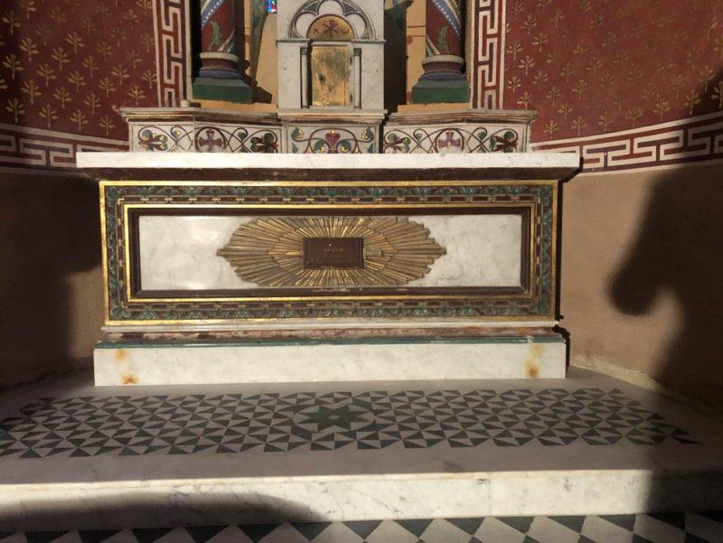 Agence Caillault ACMH – ISSOIRE – Abbatiale Saint-Austremoine – Autel chapelle sud après restauration