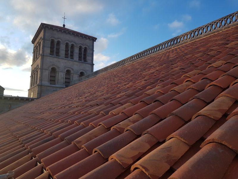 Agence Caillault ACMH – ISSOIRE – Abbatiale Saint-Austremoine – Nouvelle couverture en tuiles