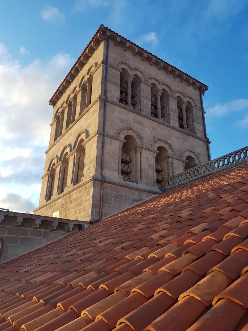 Agence Caillault ACMH – ISSOIRE – Abbatiale Saint-Austremoine – Tour de la croisée du transept et de la nouvelle couverture en tuiles