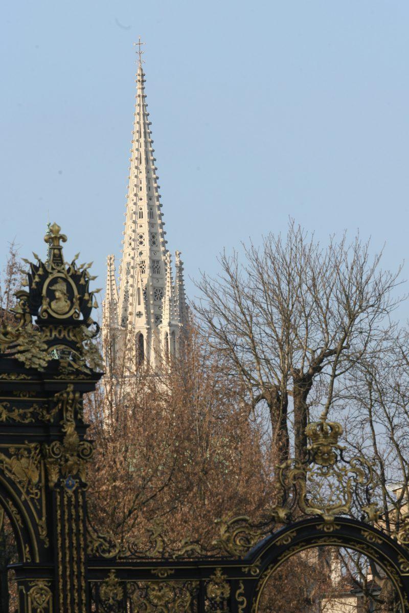 Agence Caillault ACMH – Eglise Saint Epvre – Nancy – Vue de la flèche restaurée depuis la place Stanislas