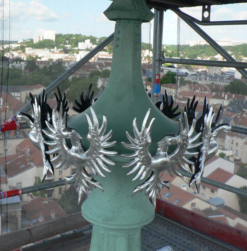 Agence Caillault ACMH -Palais ducal – Nancy – Aigles sur la flèche argentés à la feuille d'aluminium