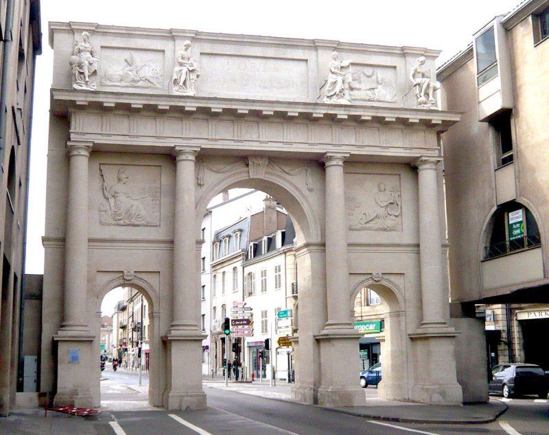 Agence Caillault ACMH – Porte Stanislas – Nancy – Façade est après restauration