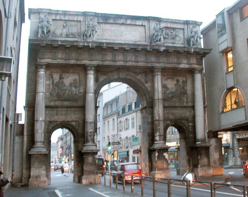 Agence Caillault ACMH – Porte Stanislas – Nancy – Façade est avant restauration